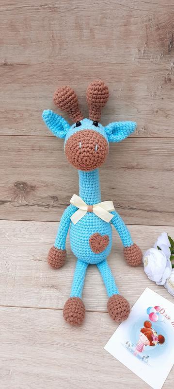 Жирафик вязаный голубой
