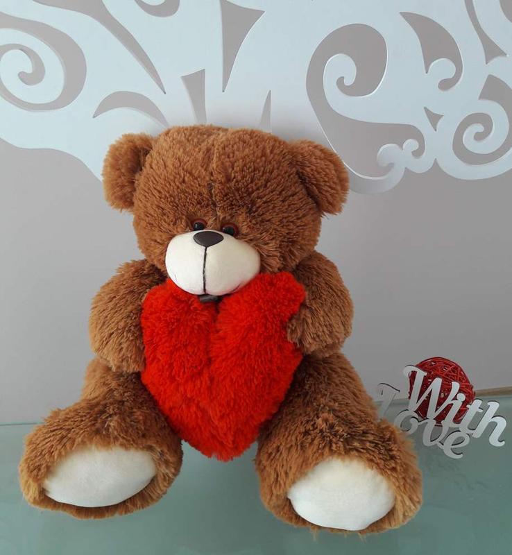 Мишка Тинни с сердцем шоколадный
