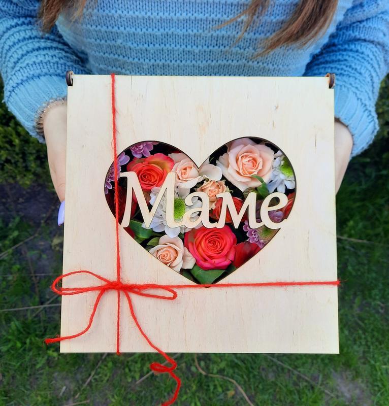 """Коробка с цветами """"Любимой маме"""""""