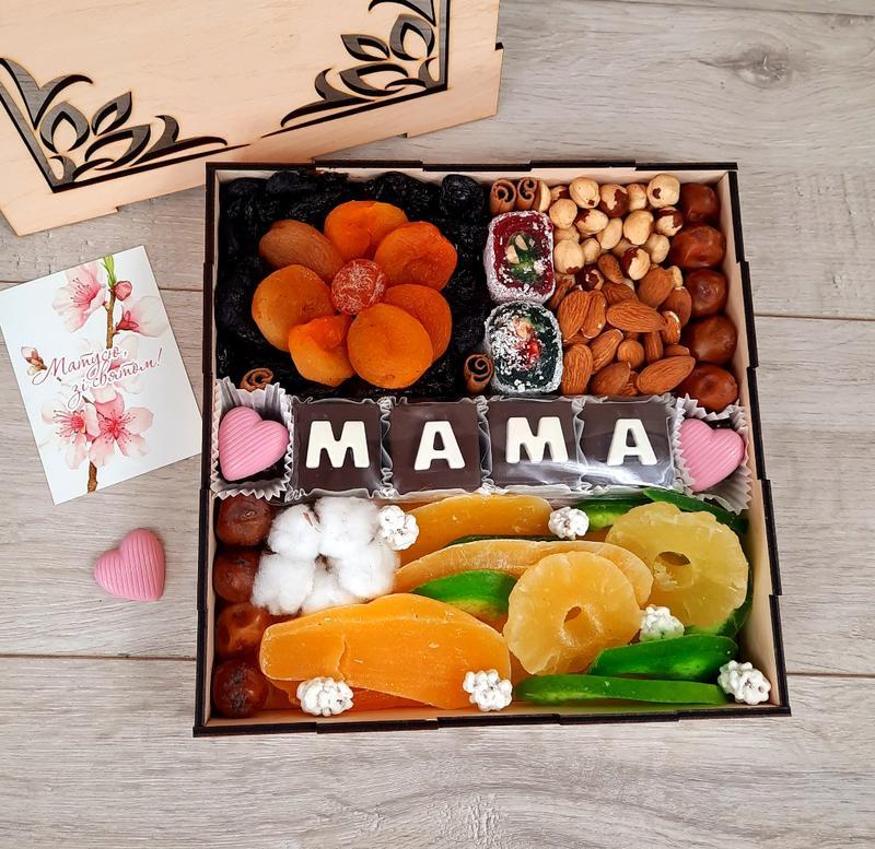 """Яркая коробка для мамы """"Вкусно и полезно"""""""